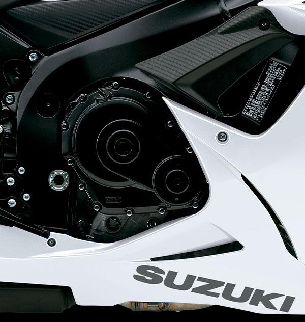 Motor de 750 cc, 4 tiempos, 4 cilindros