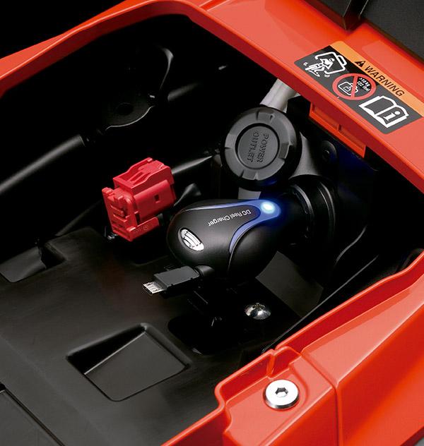 Tomacorriente 12 V DC bajo asiento